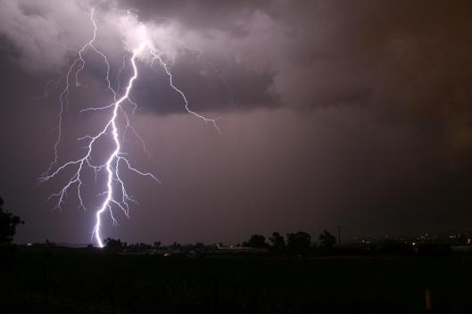Salaman voimaa on syytä kunnioittaa. Kuva: NOAA.
