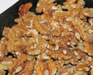 Kaikki pähkinät ovat erinomaista, paljon proteiineja sisältävää ravintoa. Yhdysvaltalaistutkimuksen mukaan saksanpähkinät ovat tehokkaita rintasyöpäriskin alentajia. Kuva: Kai Aulio.