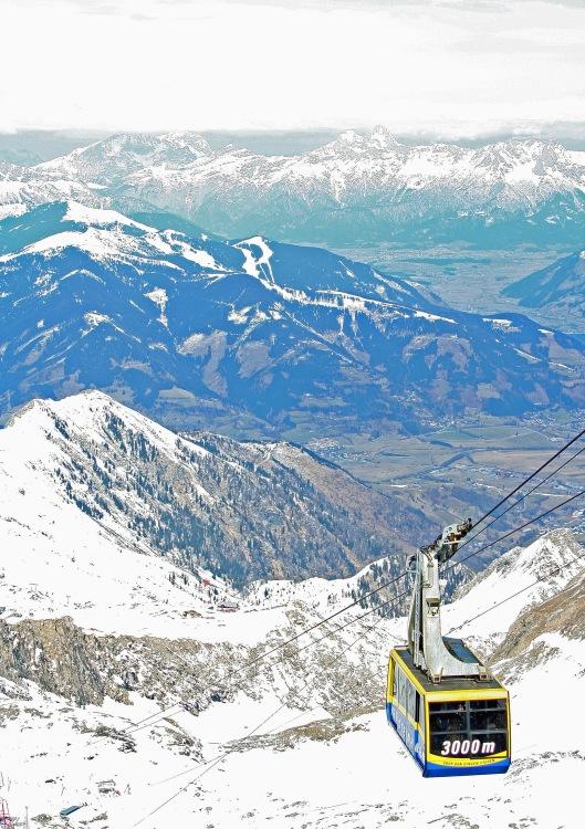 Alppien huipuilla olevat jäätiköt ovat jo alkaneet kutistua, ja sulaminen nopeutuu rajusti tulevina vuosikymmeninä. Kaprun, Zell am See, Itävalta. Kuva: Kai Aulio.
