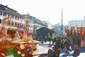 Kaupunki-ilmassa on huumaus- ja nautintoaineita eniten alueilla, joilla seuraelämä on vilkkainta. Piazza Navona, Rooma.