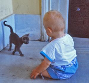 Lapsen ja lemmikkieläimen yhteiselo voi olla hyvä turva lapsen tulevalle terveydelle.