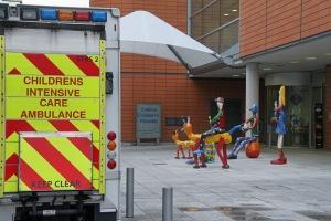 Lasten sairaalakäynnit ovat vähentyneet Britanniassa tupakkalain kiristämisen ansiosta.