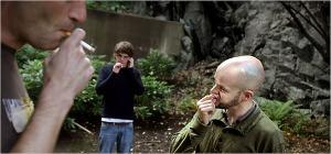 Nuuskan ja tupakan yhteiskäyttö kuuluu oletettua yleisemmin nuorten miesten elämänpoihin.