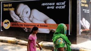 Intiassa on käyty näyttäviä kampanjoita tyttösikiöiden laittomia abortteja vastaan, ja valistuksen tulokset näyttävät lupaavilta.