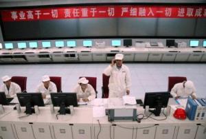 Ydinvoimaloiden uraanipolttoaineen rikastuslaitoksen valmistuminen on merkittävä askel Kiinan kaupallisessa ydinteknlogiassa. Langzhoun laitoksen valvontayksikkö.