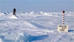 Pohjoisnavan sijainnin muutos on tunnettu jo pitkään, ja aikaisempien tutkimusretkikuntien jäljiltä tarkkaa napakohtaa osoittavat merkkiliput ovat ajautuneet väärään paikkaan.