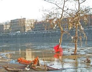 Tulvien jälkeinen Tiber ei ole erityisen kaunis näky, joten Rooman  laivaristeilyjen lopettamispäätös tuntuu ymmärrettävältä.