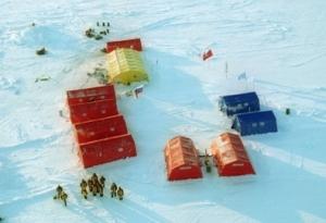 Venäjän Pohjoisnapa-40 -tutkimusasemalla (SP-40) on 16 henkilöä, jotka on noudettava pois ennen aikojaan jäämassojen hajotessa aseman alta.