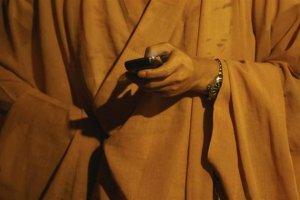 Maallisesta elämästä luostariin vetäytyneen munkin tulisi pidättäytyä viettelyksiä tarjoavasta internetistä edellyttää Venäjän ortodoksisen kirkon johtaja.