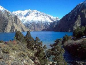 Himalajan järviä: Phoksundo-järvi Nepalissa.
