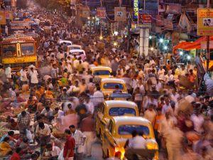 Intian kielellinen monimuotoisuus on huipussaan Länsi-Bengalin osavaltiossa, jonka pääkaupungin Kolkatan (Calcutta) kaduilta saa ainakin  hienoisen aavistuksen elämän kirjosta.