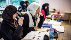Ranskan kouluissa muslimeille tunnusomaisen huivin käyttö kiellettiin jo vuonna 2004, ja nyt vastaavaa kieltoa ehdotetaan myös yliopistoihin.