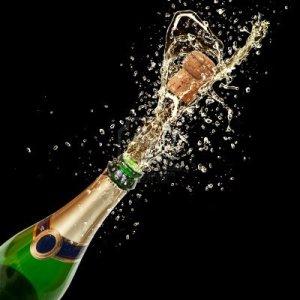 Samppanjapullon avaamiseen olennaisesti kuuluva poksahdus on juhlallinen, mutta potentiaalisesti vaarallinen myös ilmiö.