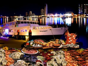 Luksuselämään läheisesti liitettävä merenelävien runsas nauttiminen on tunnetuin esimerkki vaurauden myötä ilmaantuvasta elimistön myrkyttymisestä. Kalan ja äyriäisten säännöllinen, maltillinen syöiminen on kuitenkin terveellistä ja suositeltavaa.