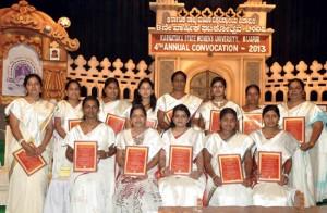 Intiassa – myös Karnatakan osavaltiossa – on vain naisille tarkoitettuja yliopistoja, mutta sekä näihin että kaikkiin korkeimman tason opinahjoihin pääsy on jatkossa mahdollista yhä useammille naisille.