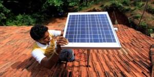 Talokohtaiset aurinkopaneelit ovat tärkeässä osassa, kun Intia pyrkii sähköistämään kaikki jättivaltion kotitaloudet.
