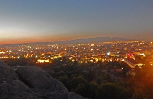 Ateena on kesäisin helteinen metropoli, ja erityisen lämmin – verrattuna muihin alueisiin – kaupunki on öisin