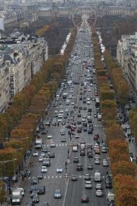 Avenue Champs-Elysees on Pariisin liikenteen valtasuoni, jonka automäärää kaupungin pormestari tahtoisi rajoittaa merkittävästi.