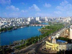 Taizhou on moderni kiinalainen teollisuuskaupunki, jossa osoitetaan myös ympäristönsuojelun etenemistä.