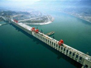 Jangtse-joen patoava Kolmen solan pato voimalaitoksineen tuottaa sähköä yhtä paljon kuin parikymmentä suurta ydinvoimalaa yhteensä.