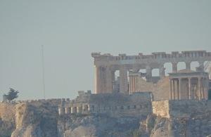 Ateenan ilma on usein sakeana ilmansaasteista, joista suuri osa on etelätuulen mukana tullutta Saharan hiekkaa.