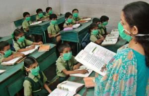 Pisaratartuntaa vastaan suojautuminen voi estää influenssan leviämistä. Intian laajaksi riistäytyneen epidemian aikana koululaisille on jaettu hengityssuojaimia.