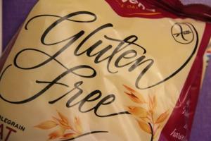 Britanniassa – ja ilmeisesti Suomessakin – moni noudattaa gluteenitonta ruokavaliota aivan turhaan, ja toisaalta valitettavan moni sairastamastaan  keliakiasta tietämätön ei tällaista omalle terveydelleen välttämätöntä dieettiä noudata.
