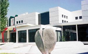 Nykytaiteen museo joudutaan sulkemaan Thessalonikissa  Kreikan valtion säästöjen seurauksena (The Macedonian Museum of Contemorary Art). Toimenpide ei pitkällä aikavälillä varmaankaan tuo todellisia säästöjä. Jos kulttuuripalvelut loppuvat, loppuu myös Kreikan tärkein valuuttatulojen lähde eli turismi.