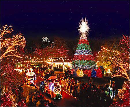 Amerikkalaiset kilpailevat näyttävästi jouluvalojen määrällä ja kirkkaudella – Silver Dollar City, 2010. Kuvalähde: AOL Travel.