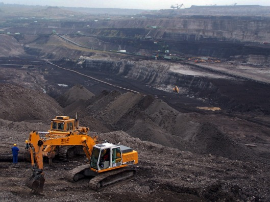 Kivihiili on edullinen ja saatavuudeltaan lähes loppumaton polttoaine, mutta valitettavasti hiilen ja muiden fossiilisten energianlähteiden käytöstä tulisi luopua mahdollisimman nopeasti maapallon pelastamiseksi ilmastonmuutoksen katastrofaalisilta seurauksilta. Kuvalähde: Wikimedia.