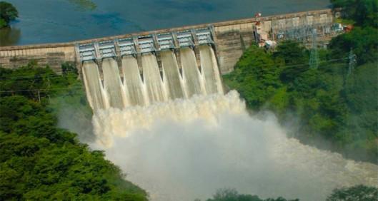 Vesivoima on Costa Rican energiatalouden perusta. Runsassateisina kuukausina keskiamerikkalaisen valtion energiankäyttö perustuu käytännöllisesti katsoen 100-prosentisesti puhtaasti tuotettuun sähköön. Kuvalähde: theplaidzebra.com