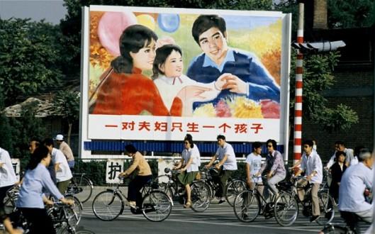 Kiinan ehdoton yhden lapsen politiikka on historiaa. 1.1.2016 alkaen kiinalaisilla pariskunnilla on oikeus hankkia kaksi lasta.