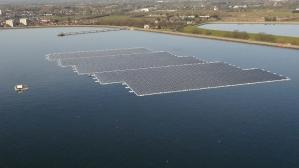 Kelluvan aurinkovoimalan tuottama sähkö riittäisi tyydyttämään 1 800 kotitalouden sähkönkulutuksen. Kuva: Telegraph.co.uk.