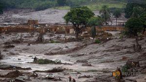 Kaivosalueen patoaltailta karannut liete hautasi alleen asumuksia ja aiheutti suoraan yli 10 ihmisen kuoleman. Kuva: Reuters.