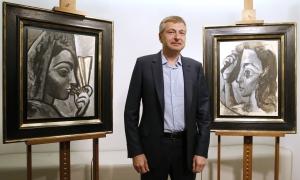 Taiteen keräilijänä tunnettu Dmitri Rybolovlev ja kaksi Picassoa, jotka ovat sittemmin päätyneet oikeuskäsittelyyn aivan muussa kuin Panama-papereihin liittyvässä jutussa. Kuva: Patrick Kovarick, AFP.