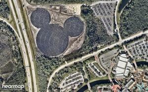 Mikki Hiiri tuottaa sähköä Floridan Disneyworldin tarpeisiin viiden megawatin teholla. Kuva: Near.Map.com.