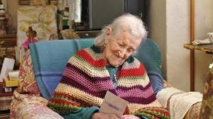 Kuvassa 115-vuotias Emma Morano on lääkärinsä mukaan ilmiö, jonka elintavat rikkovat lähes kaikkia yleisiä suosituksia. Kuva: Alchetron.com.