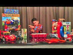Vuoden 2015 ammattimainen lelutestaaja Carlo vakuuttaa YouTube -videolla työn olevan kiinnostavaa ja kannustavaa – ja samaan on päätynyt The Warehouse -tavarataloketjukin palkkaamalla taas uudet testaajat. Kuva: YouTube.