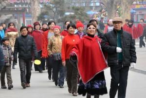 Yhä useampi kiinalainen asuu kaupungissa, ja väestössä yli 60-vuotiaiden sekä naisten suhteelliset osuudet lisääntyvät. Kuva: womenofchina.cn.
