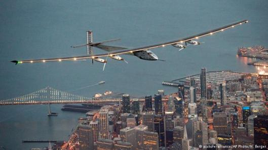 Solar Impulse 2 Yhdysvalloissa, San Franciscon yllä. Kuva: N. Berger, AP Photo, Picture-alliance.