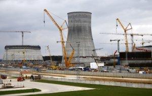 Astravetsin ydinvoimalan ensimmäisen yksikön on määrä aloittaa sähköntuotanto vuonna 2018. Kuva: Reuters.
