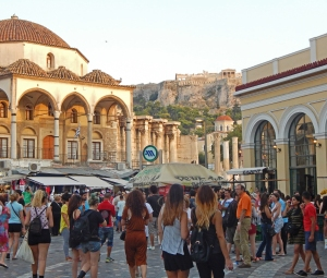 Ateena voi olla ylpeä historiallisista raunioistaan, mutat ihmisten terveyden rauniot ovat murheellinen luku maan nykypäivässä. Kuva: Kai Aulio.