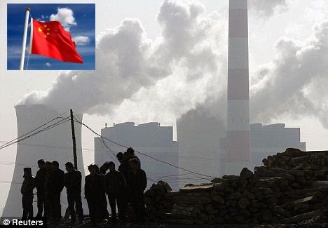Kiinalla on pitkä matka kuljettavanaan, ennen kuin jättivaltion punalippu liehuu sinistä taivasta vastaan. Taustakuva: Reuters.