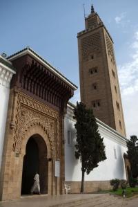 Marokossa on noin 15 000 moskeijaa, joten 600 pyhäkön uudistamien energiatehokkaiksi on vain alku − mutta positiivinen ja näyttävä alku − kohti kestävän talouden yhteiskuntaa. Kuvassa as-Sounan moskeija pääkaupunki Rabatissa. Kuva: dailysabah.com.