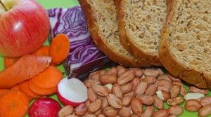 Ainakin eläinkokeissa runsaasti kuitua sisältävän ruoan nauttiminen vähensi tai jopa poisti pähkinän aiheuttamat. Kuva: kai Aulio.
