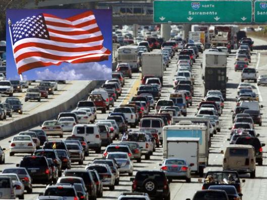 Autoliikenteen päästöjen hillitseminen ja vähentäminen on Yhdysvalloille vaikein tehtävä ilmastosopimuksen täytäntöönpanossa. Kuva: Kalifornian liikennekuva: Reed Saxon, AP.