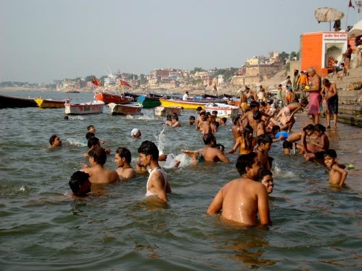 Ganges on hindulaisuuden pyhä virta, jossa jokaisen uskovaisen tulisi kastautua ainakin kerran elämässään. Kuva: Orisssapost.com.