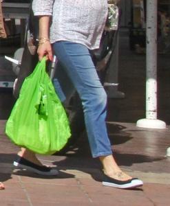 Useissa muissa maissa jo vuosia sitten itsestään selvyytenä otettu muovikassien maksullisuus tulee voimaan myös Kreikassa vuonna 2107.