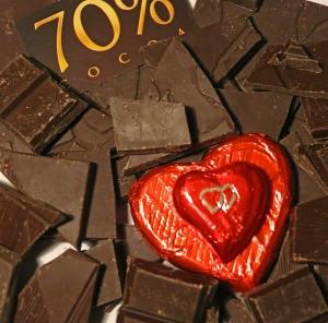 Terveysravintoa parhaasta päästä: Tumman suklaan flavanoliyhdisteet ovat eduksi sydänterveydelle ja diabeteksen säätelyssä. Kuva: Kai Aulio.