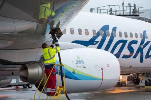 Alaska Air otti ensimmäisenä metsäpohjaisen biopolttoaineen käyttöön kaupallisessa reittiliikenteessä. Kuva: Alaska Airlines.